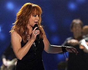 reba mcentire at American Country Awards 2010 pic
