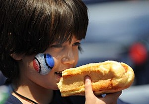 kid with hot dog