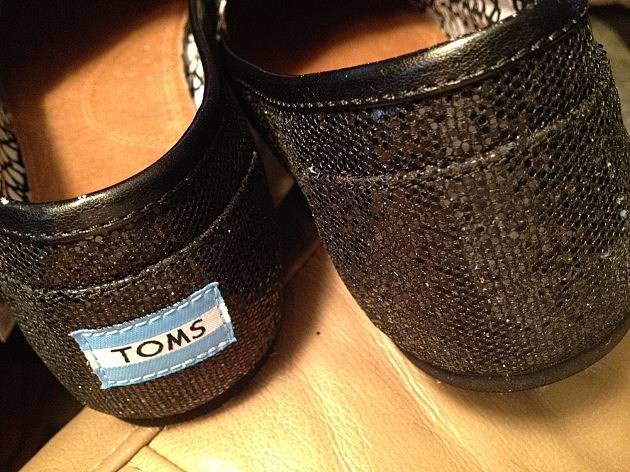 how to remove toms label