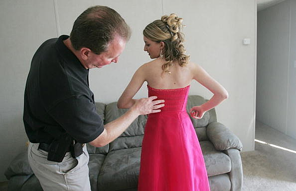 Dad Checks Teens Prom Dress