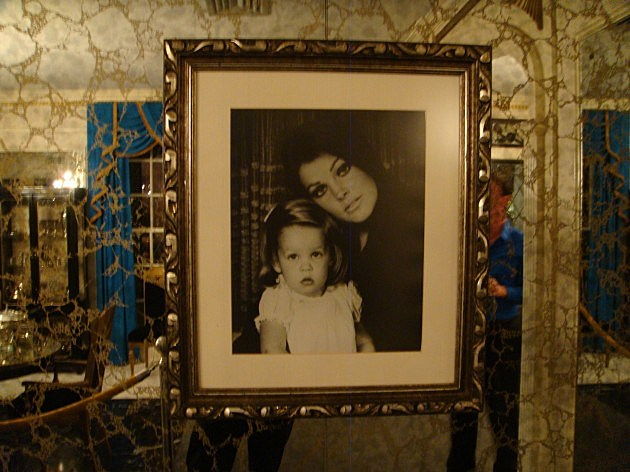 Picture Of Lisa Marie And Priscilla Presley In Dining Room